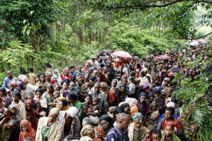 People line up along a rural road as they wait to be examined at a Doctors Without Borders outreach clinic in Tunto, southern Ethiopia. The country has been grappling with drought as well as a global food crisis that has raised prices. Photo: Siegfried Modola/AFP/Getty Images