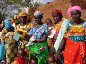 African women holding children.  Photo: IRIN