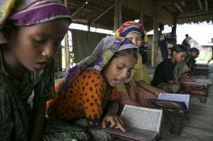 Children study at a religious school teaching daily classes in Islamic studies at the Say Tha Mar Gyi IDP camp. Photo: Paula Bronstein/Washington Post